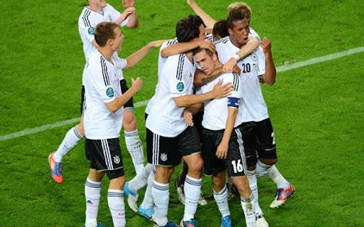 ドイツがギリシャに4ゴールで快勝、2大会連続の4強入り【サッカーEURO2012】ドイツ4-2ギリシャ