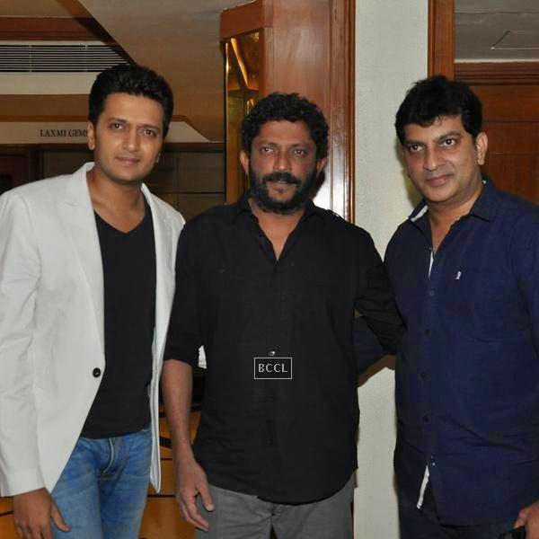 Riteish Deshmukh and Nishikant Kamat pose with the guest during the success meet of Marathi movie Lai Bhaari, held at Orchid, on July 14, 2014.(Pic: Viral Bhayani)