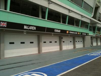 Singapore F1 Pit Photo 2