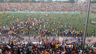 Les supporters du FC Renaissance à la fin du match qui a opposé leur club au FC Système, au stade Tata Raphaël. Radio Okapi/Ph. Caniche Mukongo.