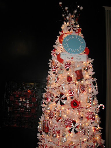 Look at the fun topper on this tree—it reminds me of fireworks.