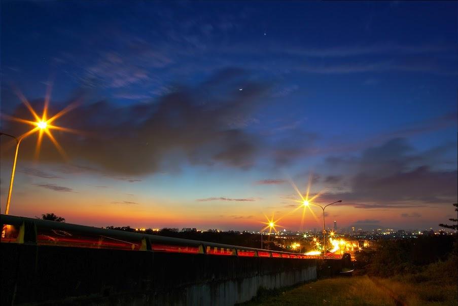 夏天的南台灣下班時刻就是衝夕陽+色溫