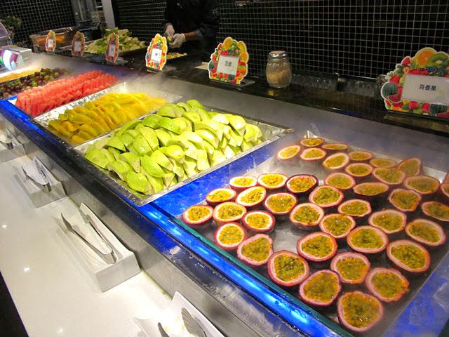水果的擺盤好繽紛啊~每種都想吃!-上閤屋台中復興店