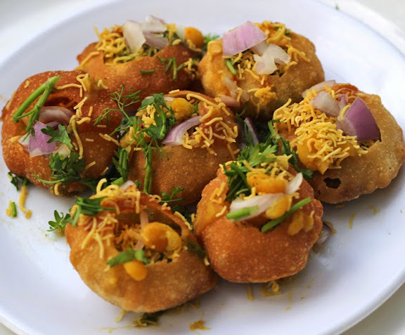 Ragda Puri Recipe | How to make Bombay Chaat Street Food Masala Poori | Get step by step pictures with recipe from Foodomania.com | Written by Kavitha Ramaswamy