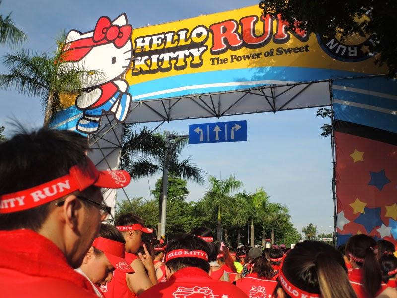 2014/11/1 HelloKittyRun 路跑派對,你準備好了嗎?這次壓軸場次就在台中麗寶樂園!