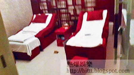 酒店內養生館安裝有豪華按摩牀。