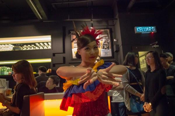 gadis menari tarian negara sepanyol