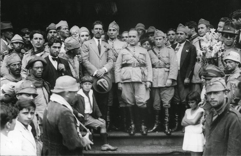 Comitiva rumando ao Rio de Janeiro para tomar posse após a deposição de Júlio Prestes, candidato do governo de Washington Luiz.