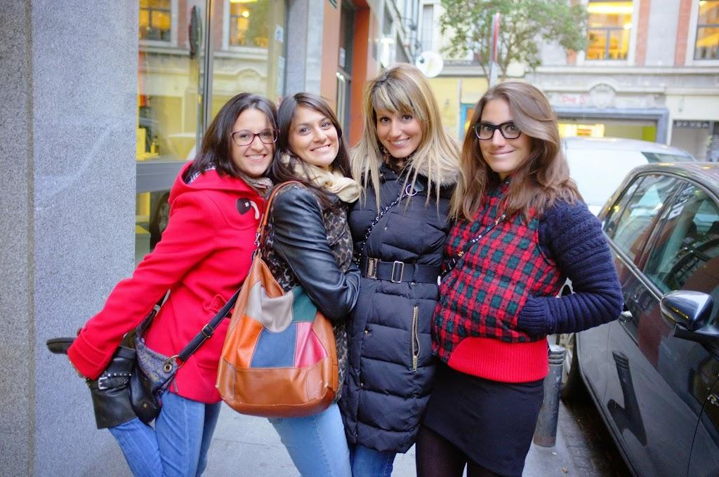 amigas en la calle, Madrid