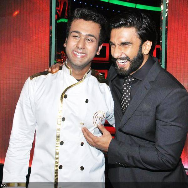 Actor Ranveer Singh shares a laugh with winner of Master Chef 3, Ripu Daman Handa, during the show&#039;s grand finale, held in Mumbai. (Pic: Viral Bhayani)<br />