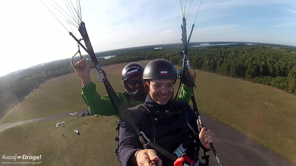 Wznoszenie do lotu widokowego paralotnią w Borsku