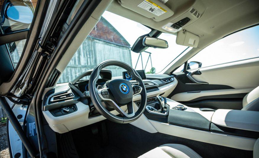 Cực kỳ nhiều tính năng thông minh, an toàn trên BMW i8 2016