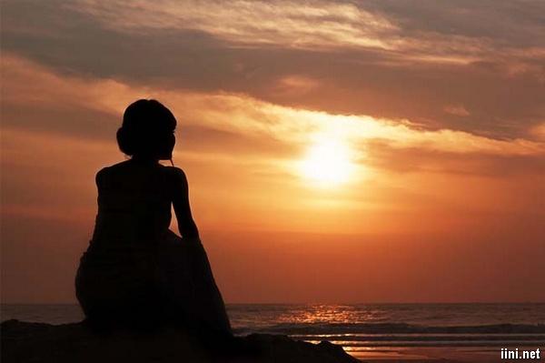 thơ ngồi bên biển đêm và nhớ anh