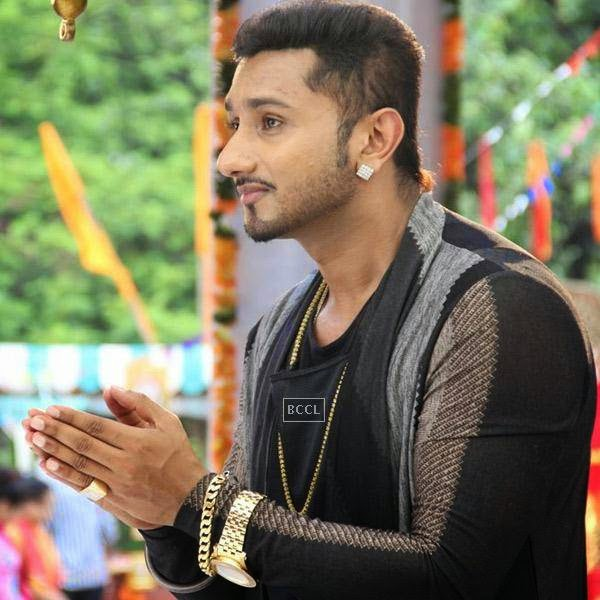 Yo Yo Honey Singh spotted at the promo shoot of his new show India's Raw Star at film city Mandir. (Pic: Viral Bhayani)