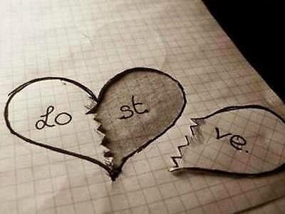 Ảnh trái tim có chữ love và chữ lost