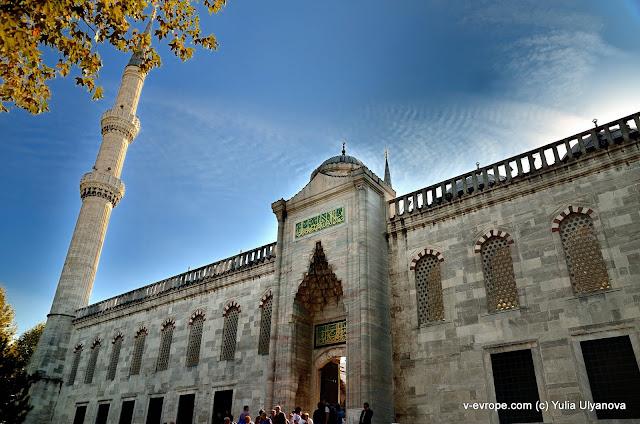 Вход в Голубую мечеть (Султанахмет)
