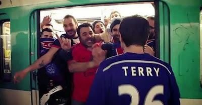 Adeptos do PSG satirizam episódio racista dos adeptos do Chelsea no Metro