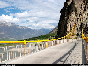 Bridge rossing Ghizer towards Ishkoman