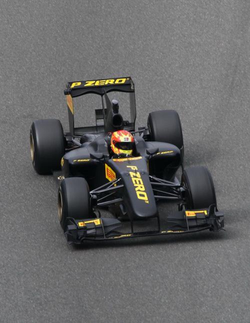 Renault R30, el monoplaza para test de Pirelli