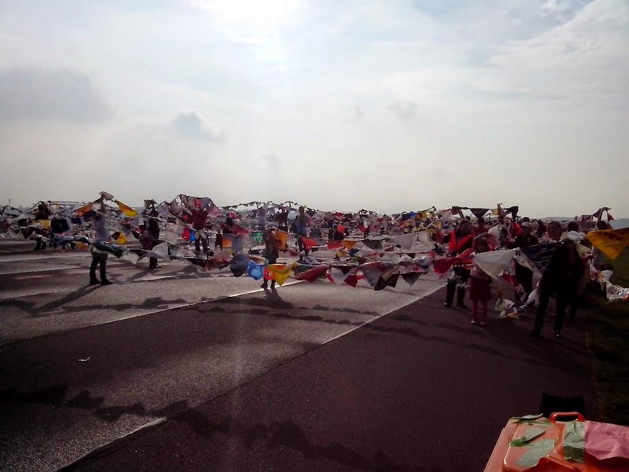 30.000 Plastetüten auf dem Tempelhofer Feld