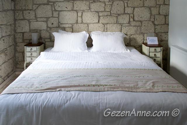 standart oda, yatak görüntüsü, Asma Han otel Alaçatı