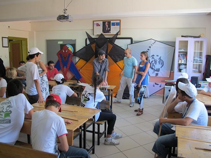 BEDES Yaz okulu uçurtma yapım çalıştayı