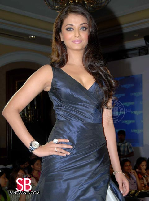 Aishwarya Rai Hot Pics in Black Dress at Launch of Admiral Watches:hot,bollywood,dress for girls