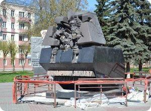 Памятник до сих пор не отремонтирован