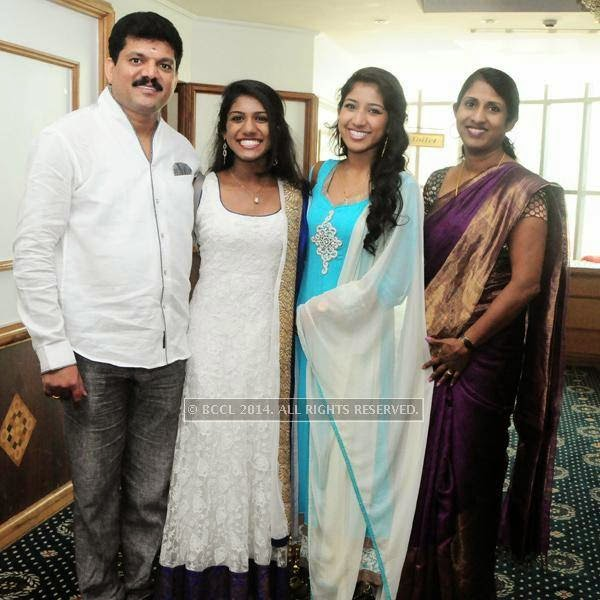 Suresh Raj, Sneha, Shilpa and Anitha during the premiere of Ennu Ninte Moideen, in Trivandrum.<br />