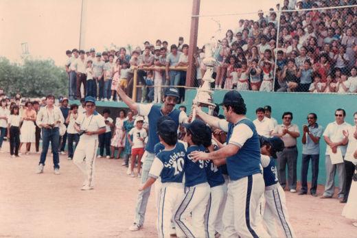 Celebración de Sabinas Hidalgo como campeón nacional menor de 1986