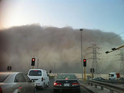 بالصور والفيديو عاصفه الكويت والسعوديه