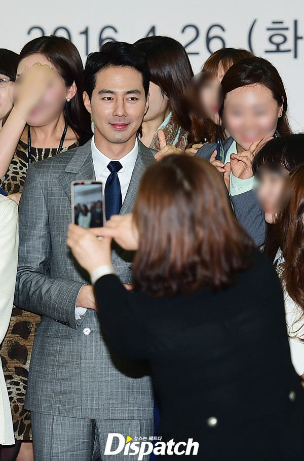 Mỹ nam Jo In Sung xuất hiện bảnh bao, hộ tống Choi Ji Woo tại sự kiện