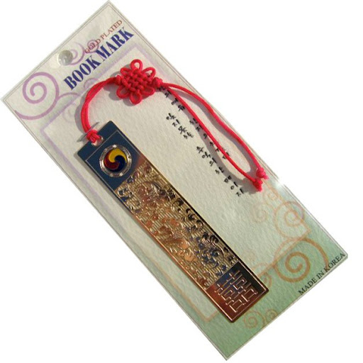 Korean Folk Art 24K Gold Plated Bookmarks 24K Gold plated Bookmark featuring intricate designs reflecting items of Korean cultural importance. They will give you good luck! Size: 1.18 by .57 inch, 24K Gold Plated with Korean decorative knot (매&#463