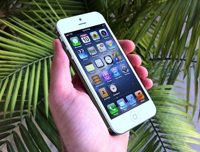 iOS 6 es escalable a 640x1136, mostrando la posible resolución e interfaz del iPhone 5