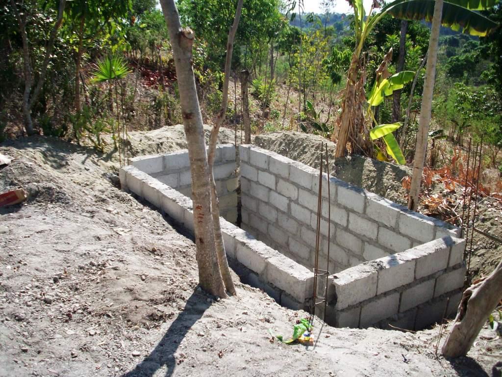School project haiti marzo 2011 - Construir fosa septica ...