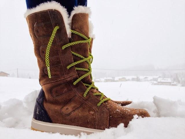 k-fashion-clothing-grey-sorel-boots