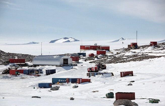 남극 트롤과학기지 전경