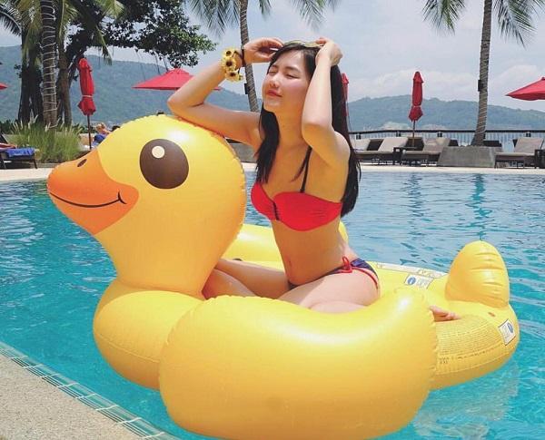 Các hotgirl streamer Việt đọ dáng trong trang phục bikini nóng bỏng: Ai quyến rũ nhất?