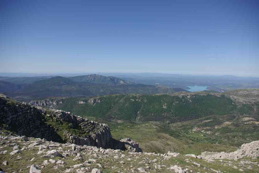 Depuis le sommet du Grand Mourre (1898 m). Vue sur le lac de Sainte-Croix
