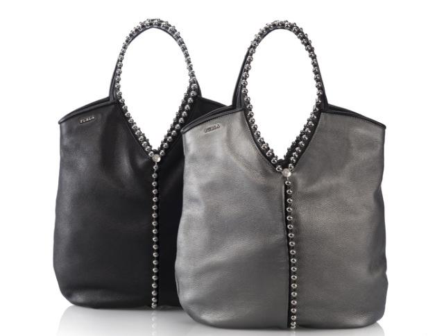 Per la nuova collezione A/I, Furla propone delle borse dal retrogusto rock.  In pelle e decorate dalle ormai immancabili borchie, le borse ricordano ...
