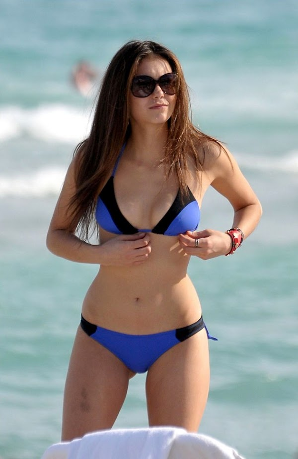 Nina Dobrev in a bikini is pretty good:celebrities,pretty girls,bikini girl,sex beach,erotic0