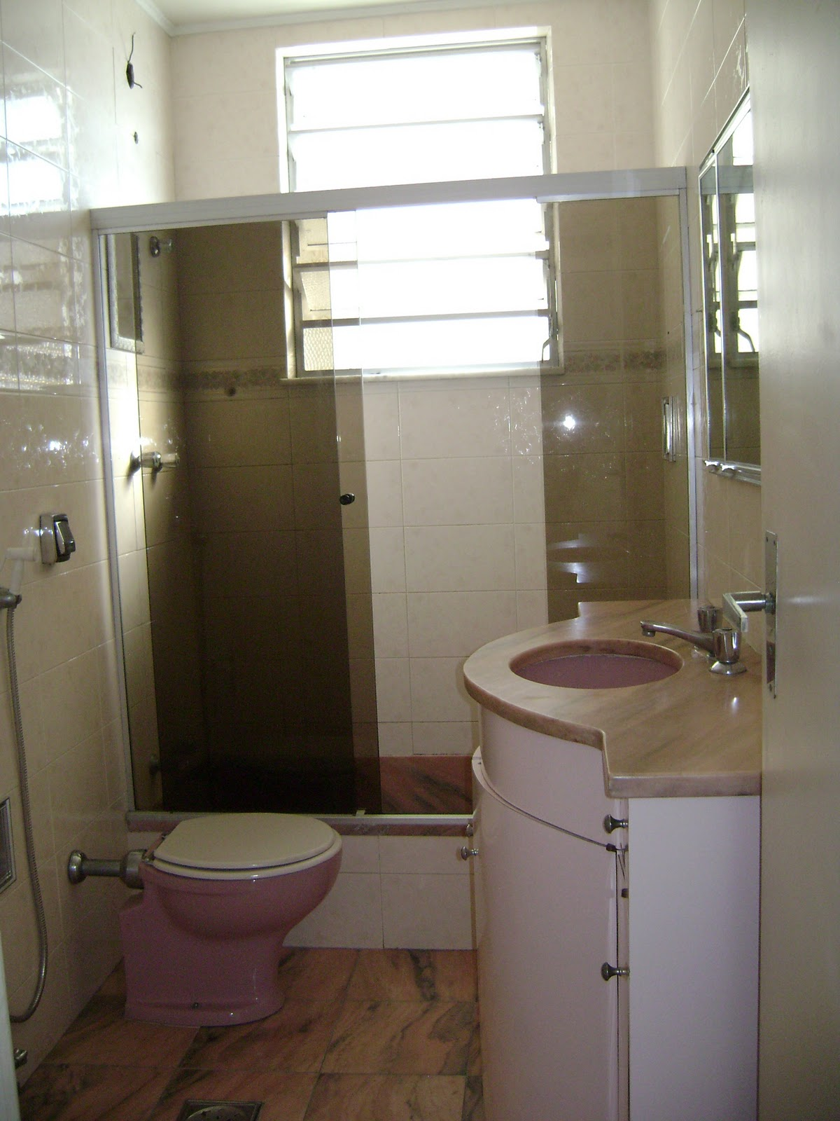 Travel and House: Banheiro = Banheiro   Lavabo #3A2C1F 1200 1600