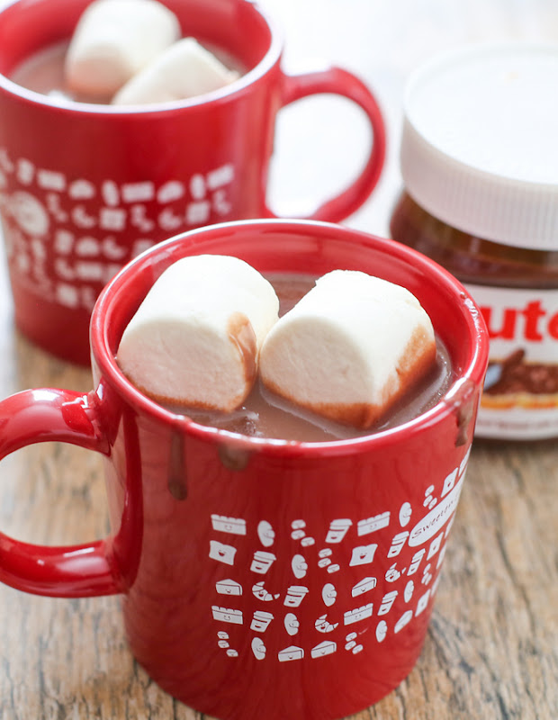 close-up photo of a mug of hot chocolate