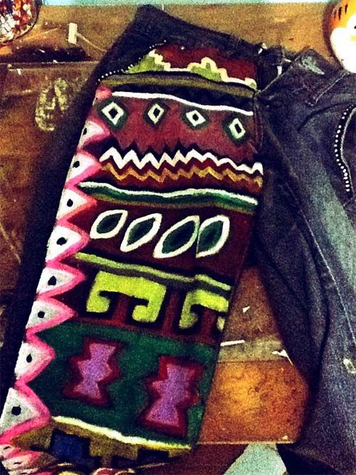 customização de calça jeans estampa étnica