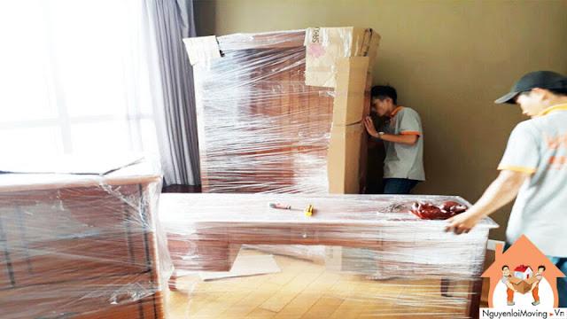 Bao bọc bàn ghế, tủ gỗ bằng màng PE, carton để tránh trầy xước