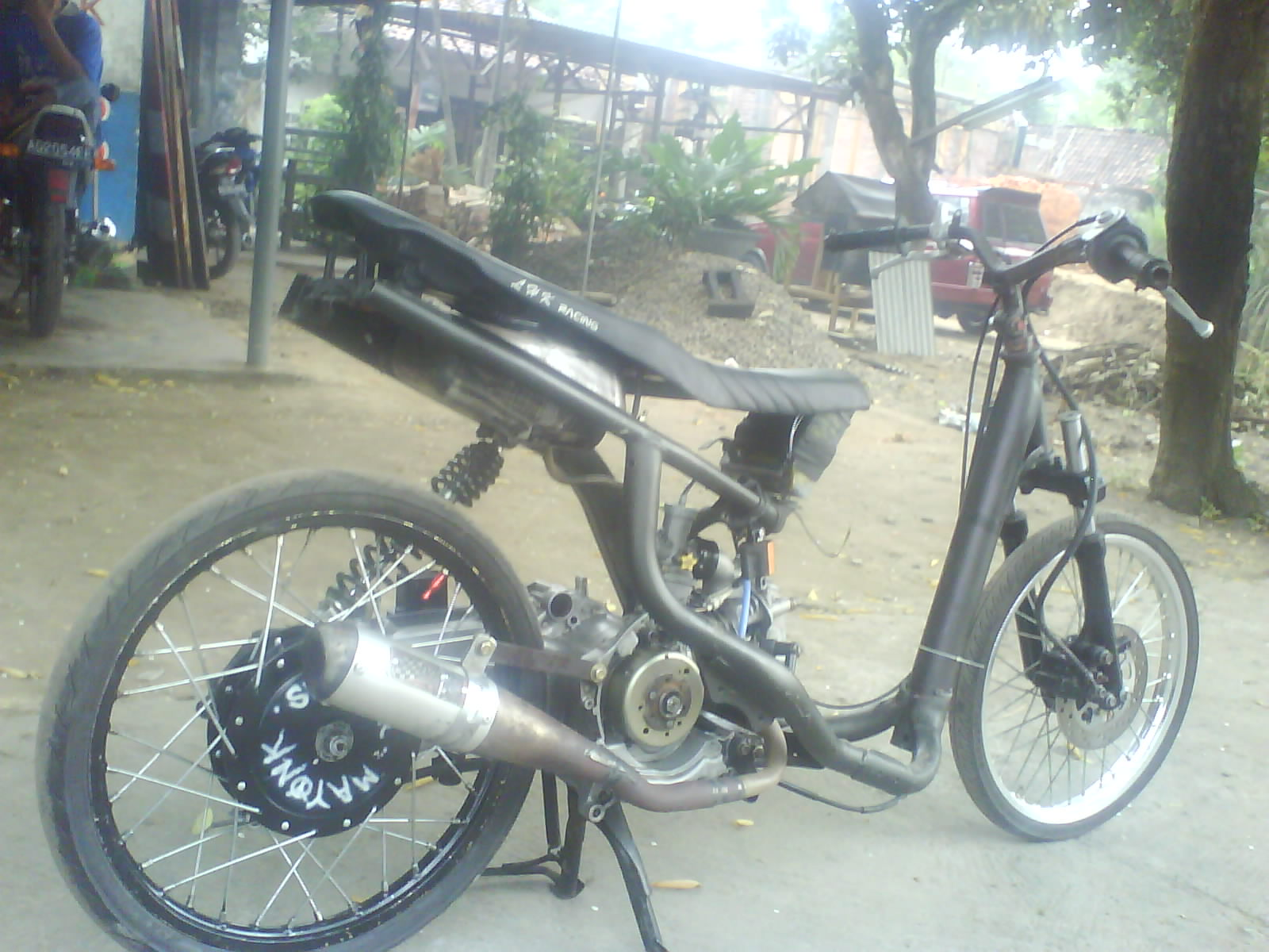 Gambar Motor Drag Yamaha Mio Matic Black Chassis title=