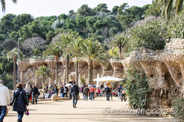 Park Güell'in güzek doğası ve yürüyüş yolları, Barselona