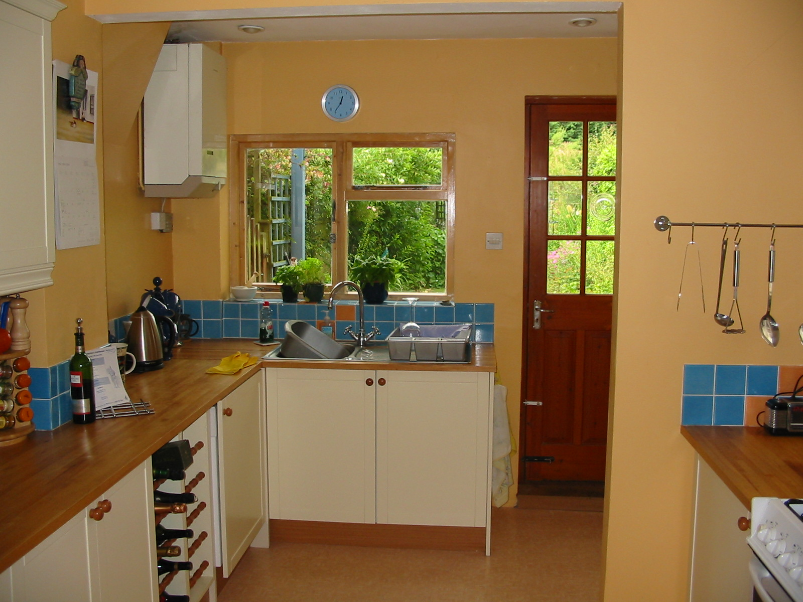 Modern country style modern country kitchen colour scheme for Colour scheme for kitchen walls