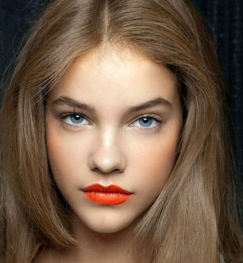 coral pink shade lipstick