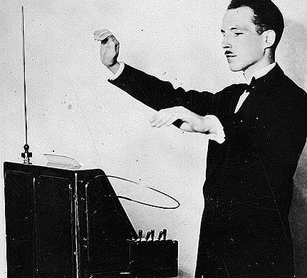 Theremin plays theremin